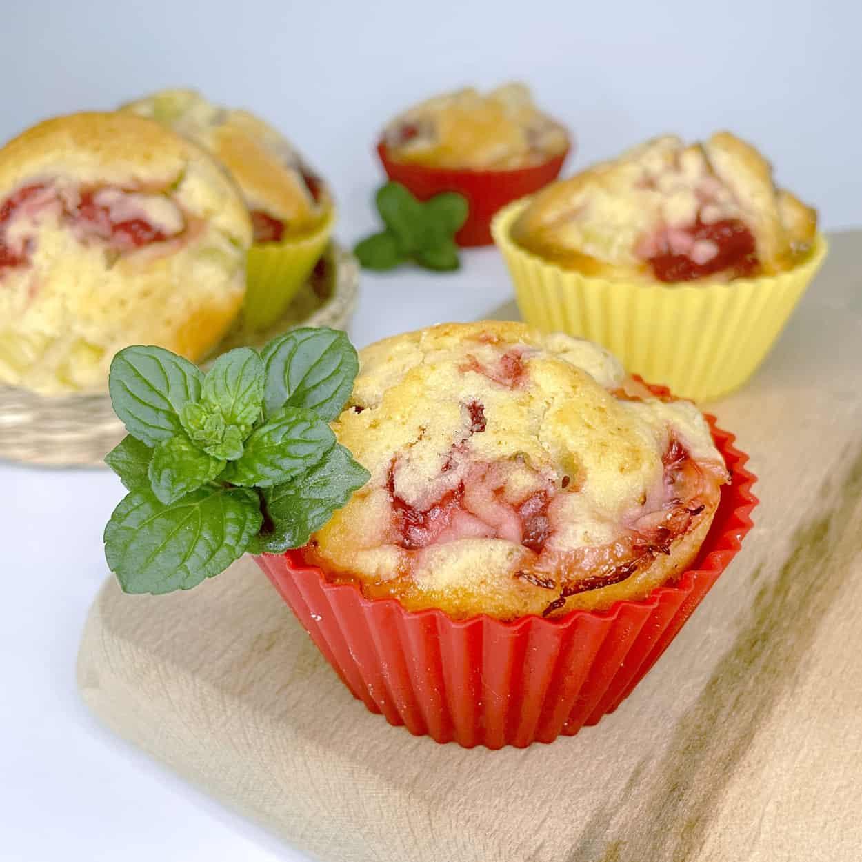 muffiny-s-jahodami-a-rebarborou